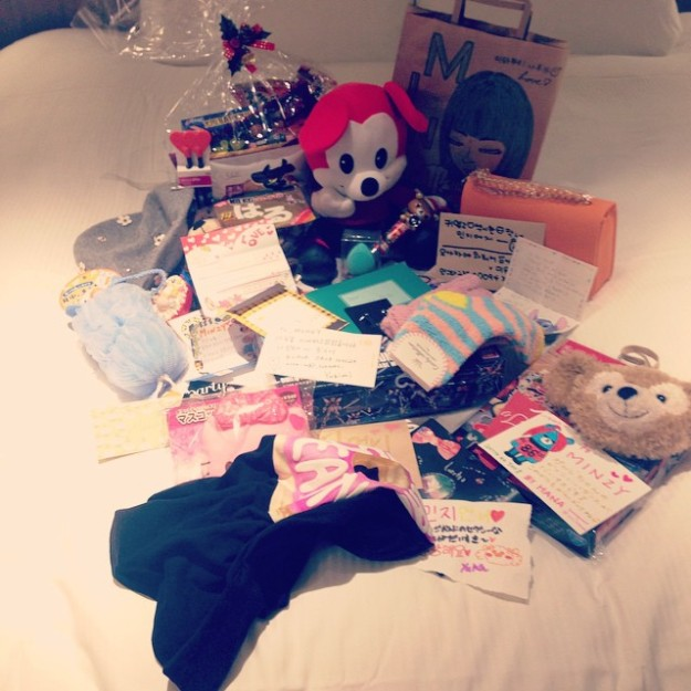 141213_giftsfromfans