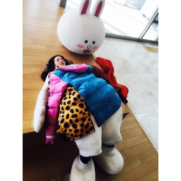 150408_dara_A common actress's way of resting #DrIAN Thankyouforyoureffort!!! 👏👏👏 #DrIAN good job everybody good job!!!